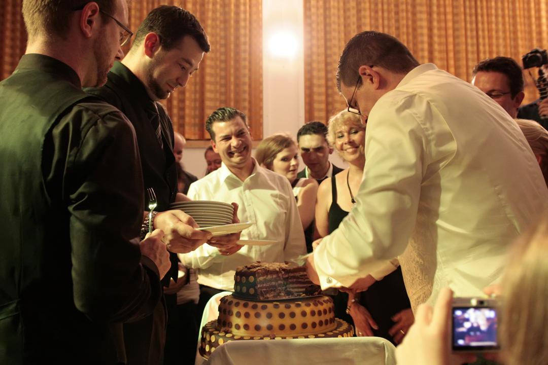 Hochzeitsfotos // Torte anschneiden