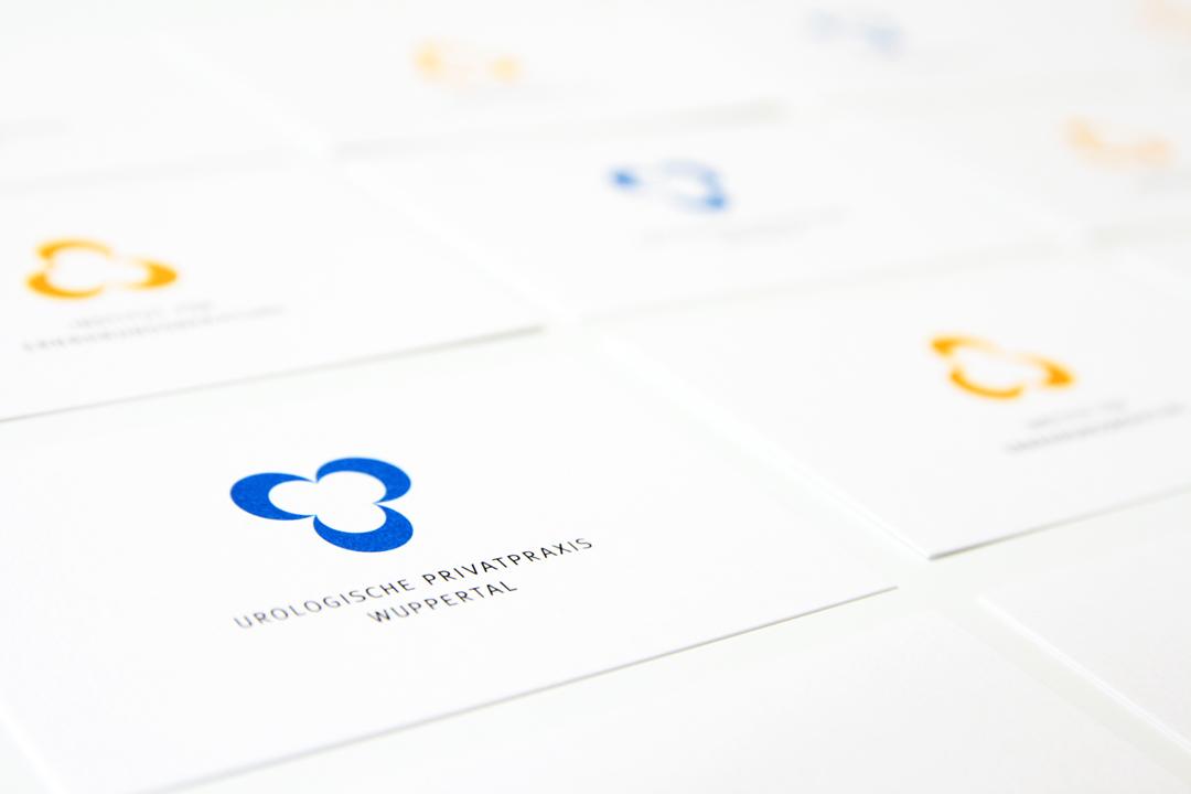 Corporate Design mit Logo und Geschäftsausstattung für einen Arzt // Visitenkarten