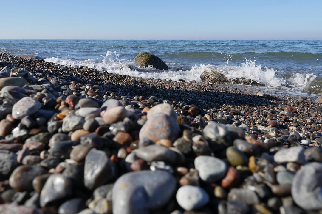 Am Meer /// Aufnahme von Strand und Meer /// Sonnenschein