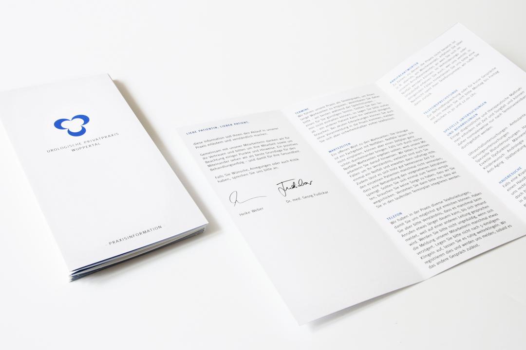 Corporate Design mit Logo und Geschäftsausstattung für einen Arzt // Flyer
