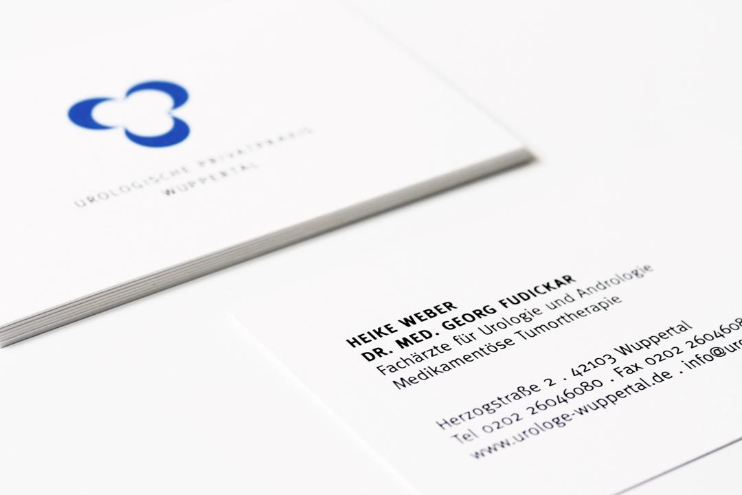 Corporate Design mit Logo und Geschäftsausstattung für einen Arzt // Visitenkarte