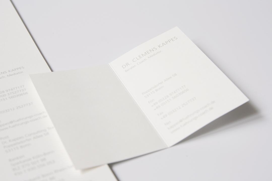Logo-Design und Geschäftsausstattung für ein Consulting-Unternehmen // Visitenkarte