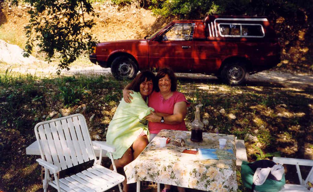 """ANALOG,...meine """" Schwester """", auf ihrem Weingut, in der Nähe von Paleokastritsa"""