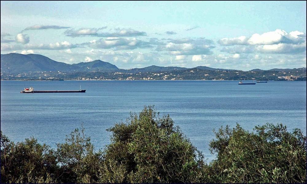 Blick von Barbati ( im Osten ) Richtung Gouvia.