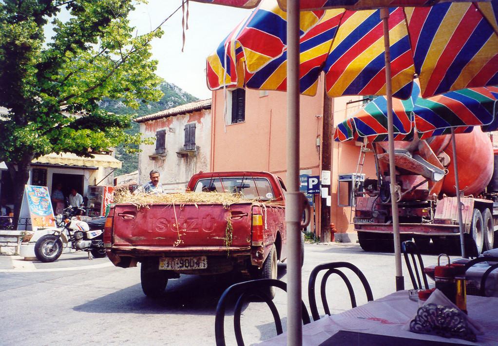 ANALO,...der Dorfplatz von Skripero