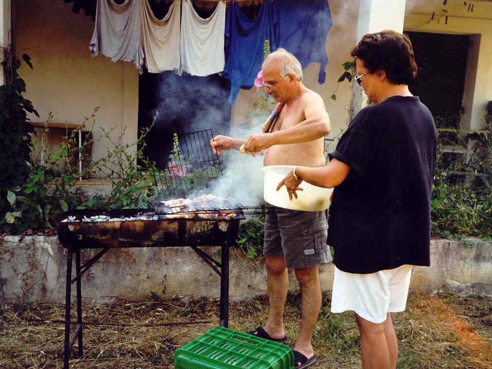 ANALOG, rustikales Grillen bei Griechens