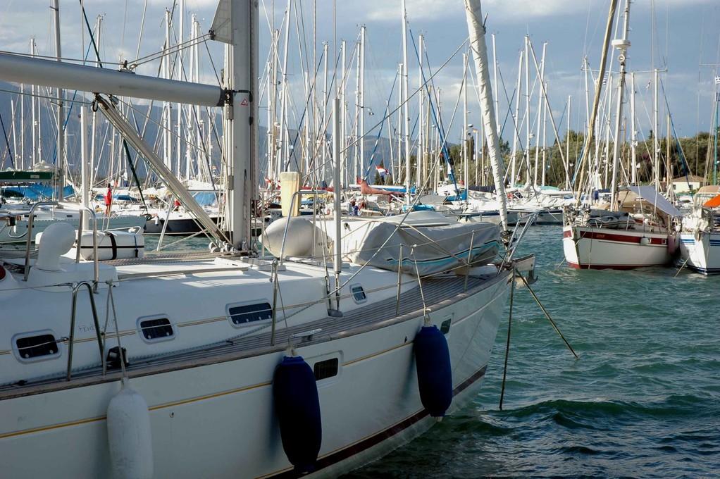 Marina in Gouvia, im Osten