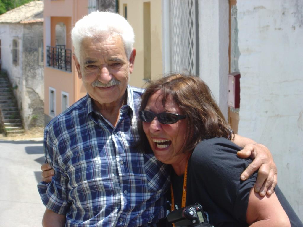 in Kamara, mittig im Südwesten, Nikos und Nicole
