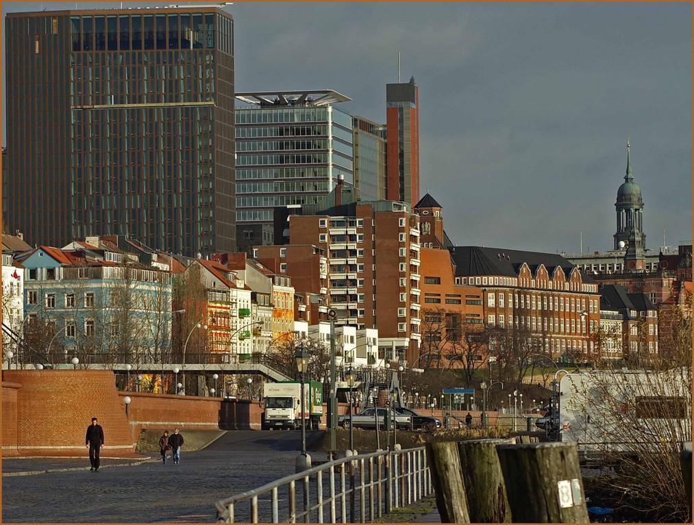 Hafenstraße und Empire - Riverside - Hotel