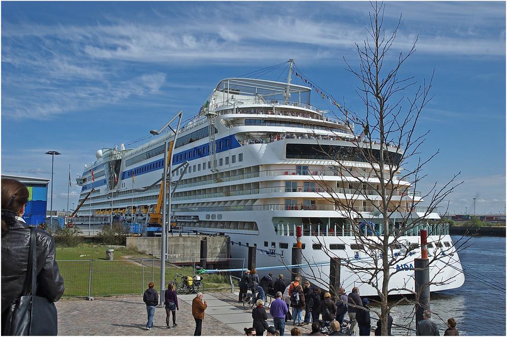 Kreuzfahrt - Terminal, bei den Marco - Polo - Terrassen