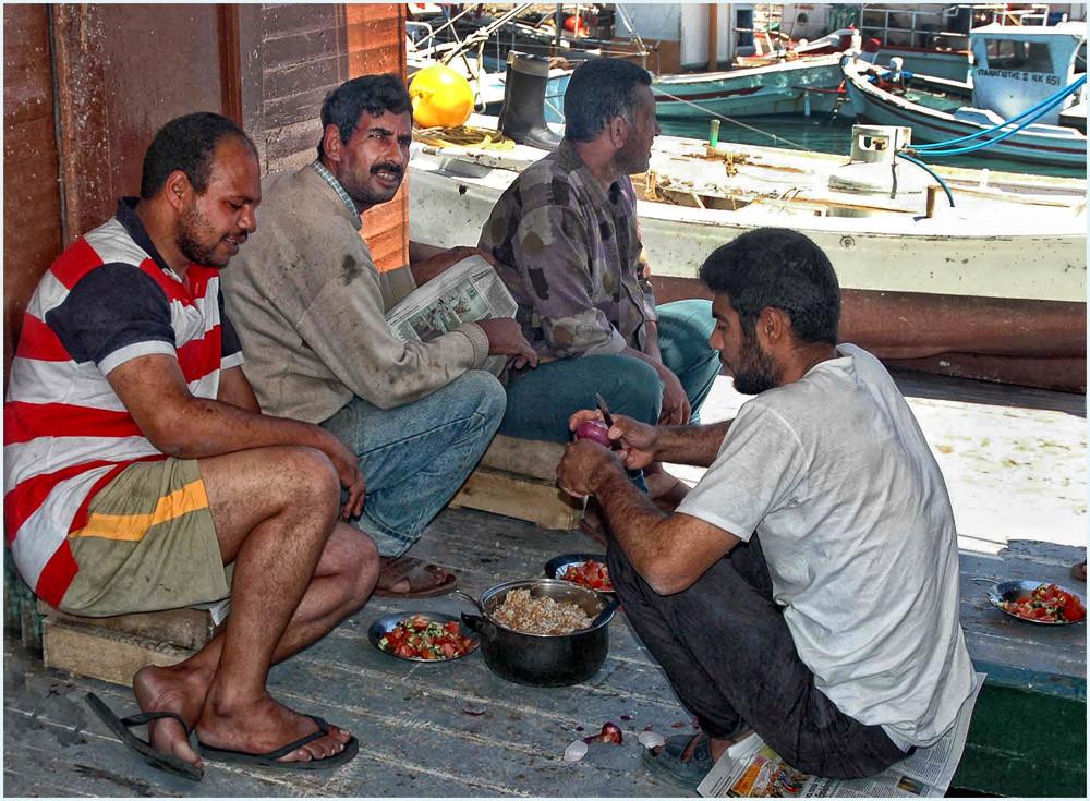 Im Hafen von Boukari ( im Süden ), die ägyptischen Fischer.