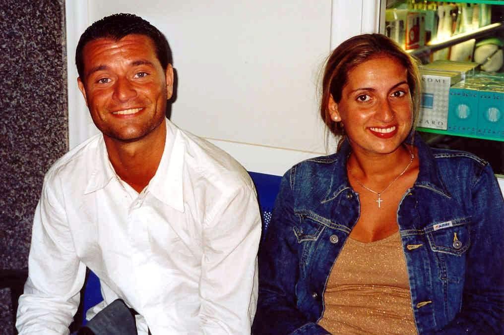 ANALOG,...dieses Paar täuschte eine Hochzeitsreise vor, um ein wunderbares Zimmer zu bekommen..:-))))