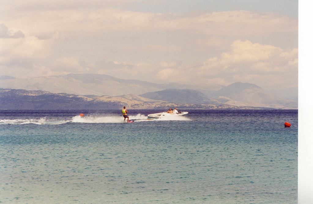 ANALOG,...vor Albanien, am Strand von Barbati
