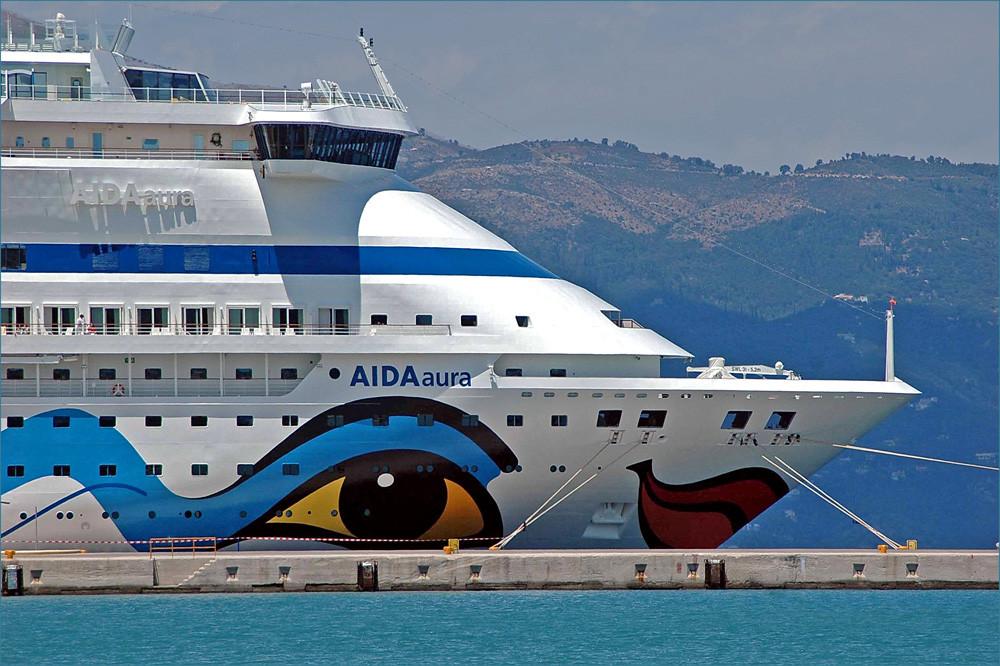 eine von den AIDA'S, die ständig den Hafen anlaufen...