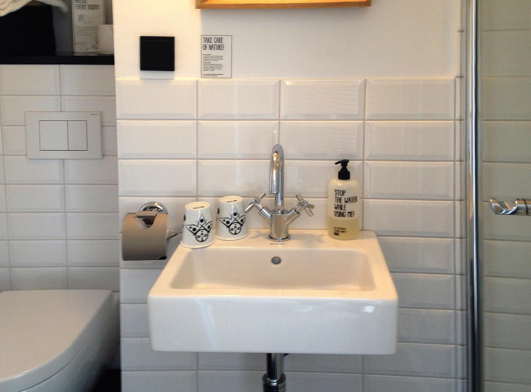 Ich hätte nicht gedacht, dass es sooo kleine Badezimmer geben kann :-)
