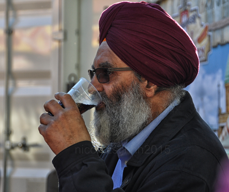 Ein sehr freundlicher und durstiger Mann