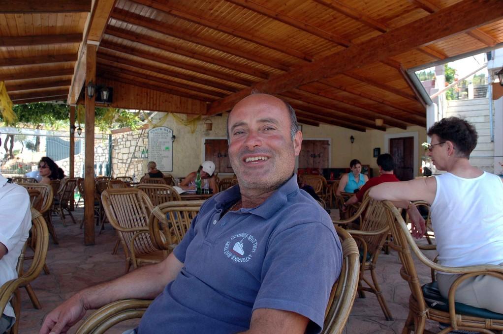 Antonios in Kassiopi, er hat ein schönes Schiffchen und bricht die Herzen aller Touristinnen..;-)