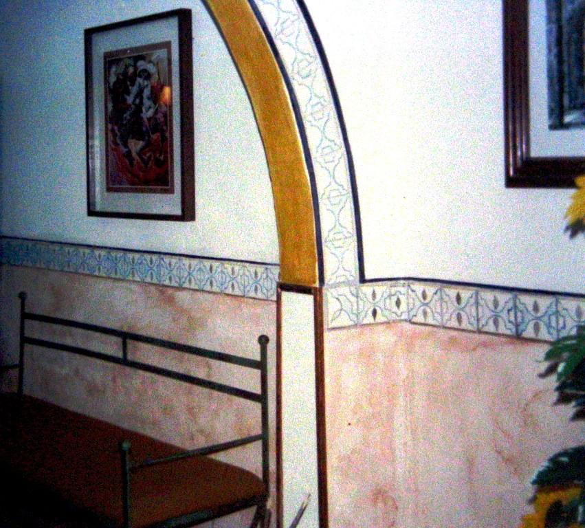 Cenefa estilo talavera poblana. Recepción de oficina. DF 1998