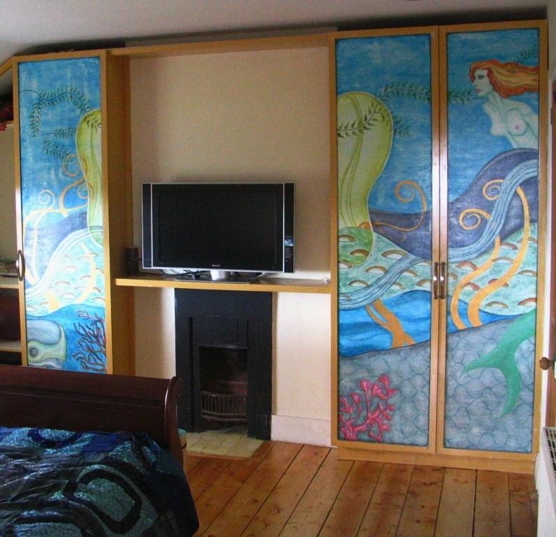 Bajo el agua, acrilyc on wood. Painted furniture. Irlanda 2007