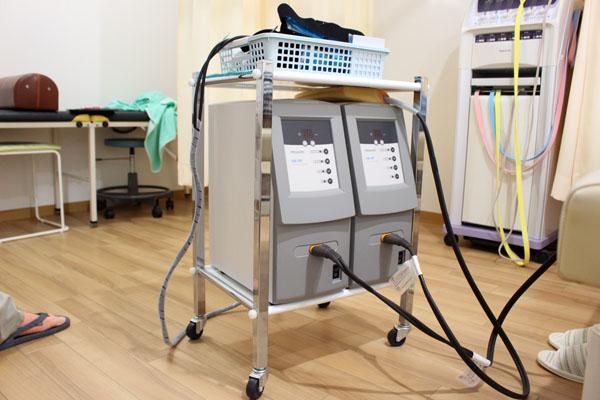 しおかぜ整骨院の極超短波治療器
