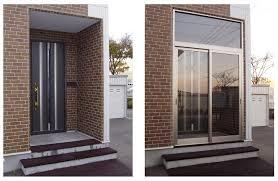 玄関フードと宅配ボックス