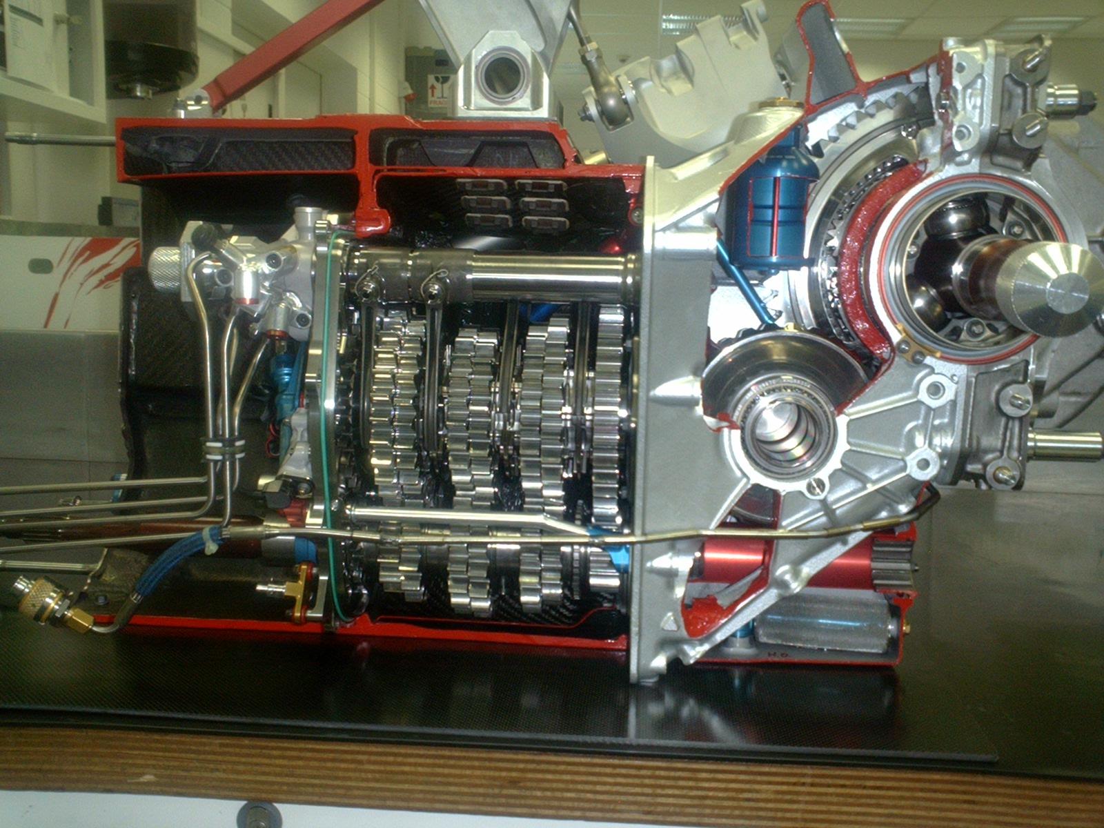 Diese Toyota Formel 1 Getriebe habe ich vom 1. Bolzen an für die Rennen, Tests und Prüfstände aufgebaut.