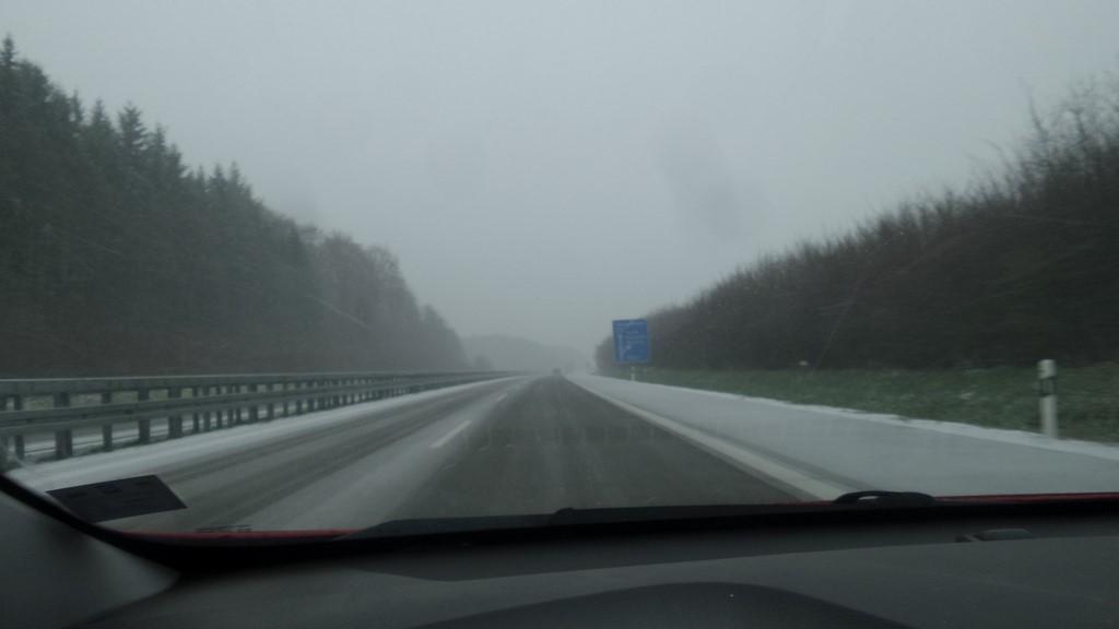3.2.2018 Kaum auf der  Autobahn und es fängt an zu schneien, toll das hat der Wetterbericht nicht angekündigt.