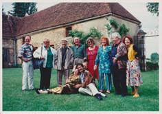 Raymond Reynaud lors de l'exposition du Tremblay (3e gauche à l'arrière-plan)