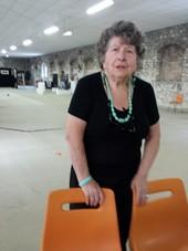 Jeanine Rivais devant l'immense salle encore vide !