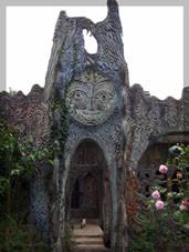L'entrée de la maison sculptée de Jacques Lucas