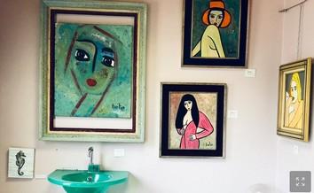 """Photographie de la """"salle d'eau"""", une des pièces de l'ancien cabinet qui compte toujours son lavabo (Ph. M.R.)"""