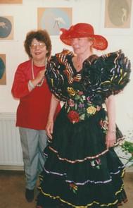 Jeanine Rivais et Monique Le Chapelain avec sa grande capeline et sa magnifique robe espagnole !