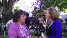 Jeanine Rivais au milieu du public
