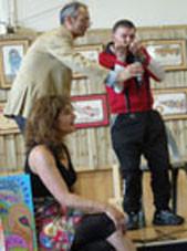 robillard jouant de l'harmonica
