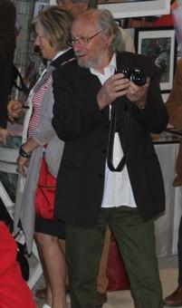 Jean-Claude Crégut au milieu de la foule