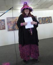 Marthe Pellegrino, chapeautée