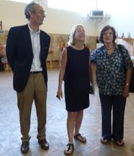 Le Président et les deux filles d'Alain Bourbonnais, fondateur de la Fabuloserie, auquel le Festival rendait hommage