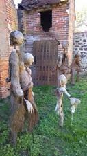 L'avant-garde arrive dans des ruines, à un lieu possible de bivouac