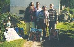 Dans le jardin de Robert Vassalo avec Michel Smolec, Charles Simond (poète) et Jean Collin (sculpteur) (1999)
