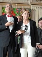 Jean-Luc Bourdilat présentant cette année encore au public, Catherine Pilon, fidèle entre les fidèles, au Grand Baz'Art