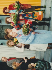 (1er rang G/D) Jacky Chevasson, Raâk, Danielle Le Bricquir. (2e rang D/D) Jeanine Rivais et Claudine Goux : A  chacun son beau bouquet