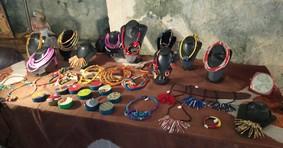 Bijoux de femmes africaines réalisés dans les ateliers animés par Saha au Sénégal