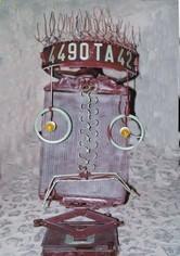 """""""AUTO (mobile) PORTRAIT"""" (éléments d'automobiles, laque / 2002)"""