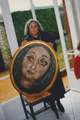 Cérès Franco découvrant son portrait peint par Joanna Flatau