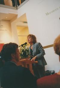 Ans Van Berkum présentant l'exposition