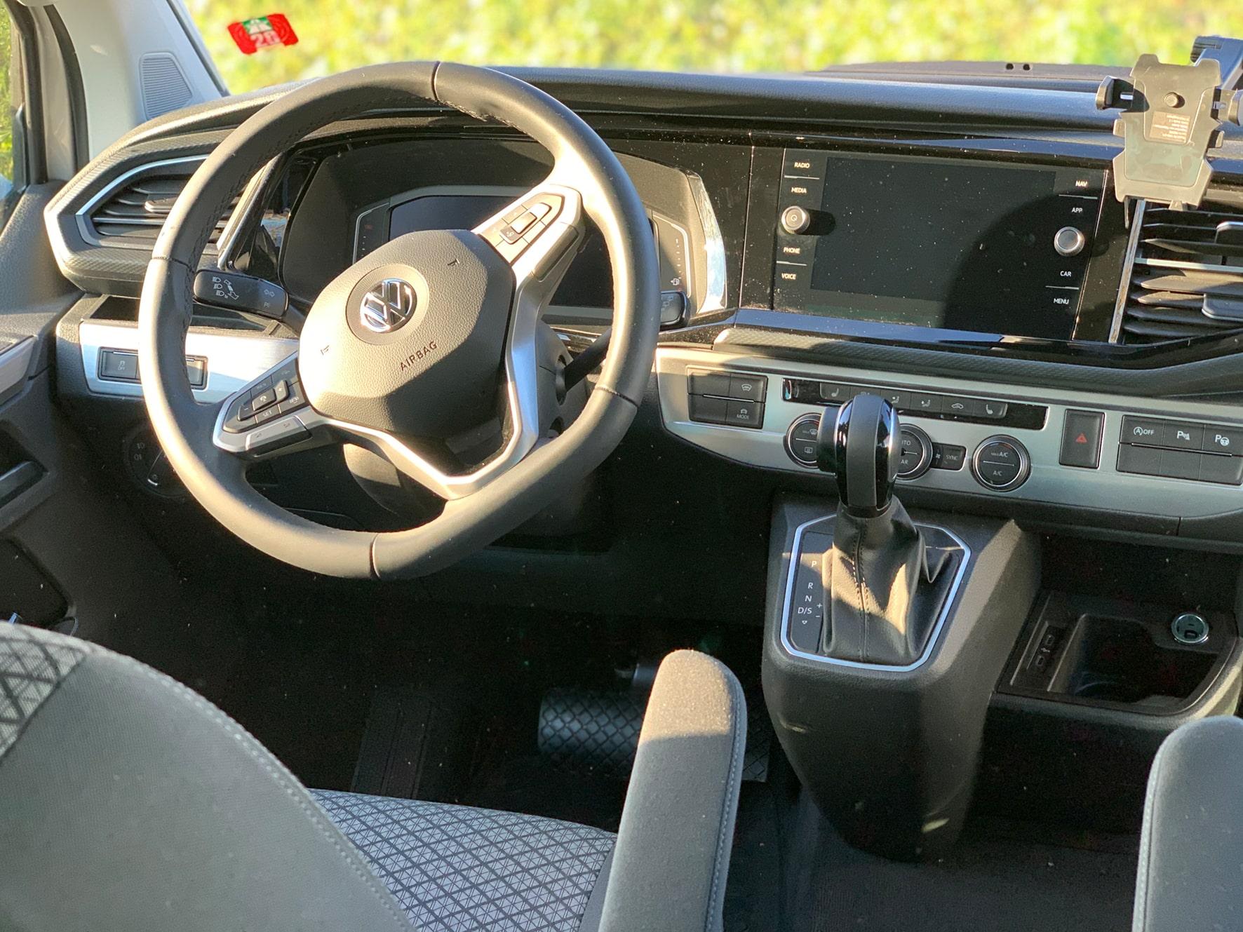 Hirschbulli Hirschbühl Caravan Rental Fahrerraum 2