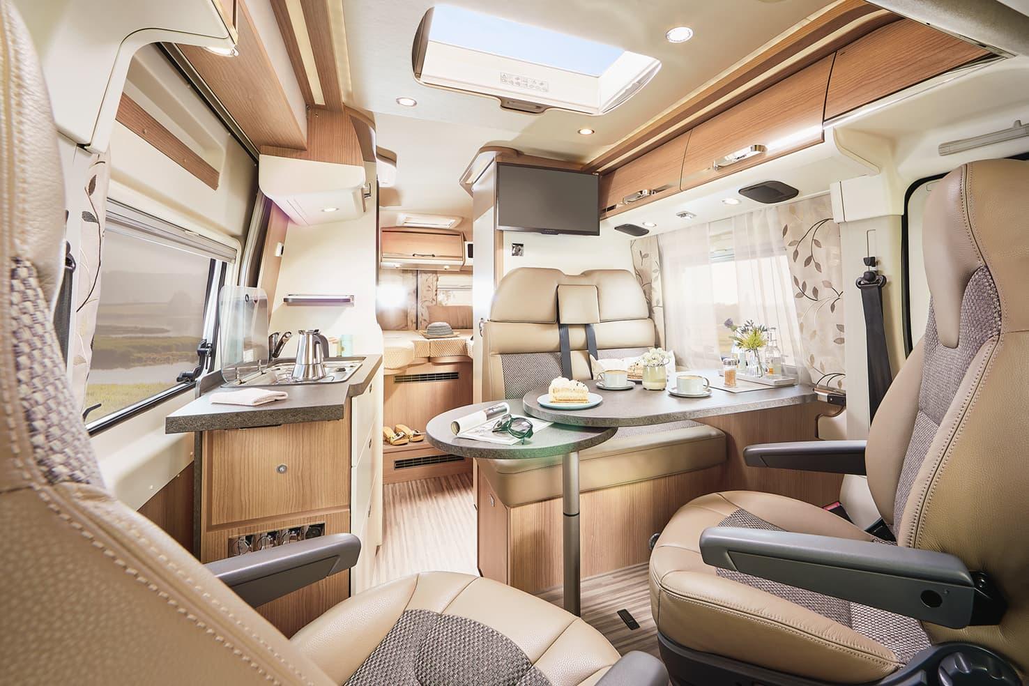 Hirschbühl Caravan Rental Malibu Van 640 GT Charming LE innen am Tag