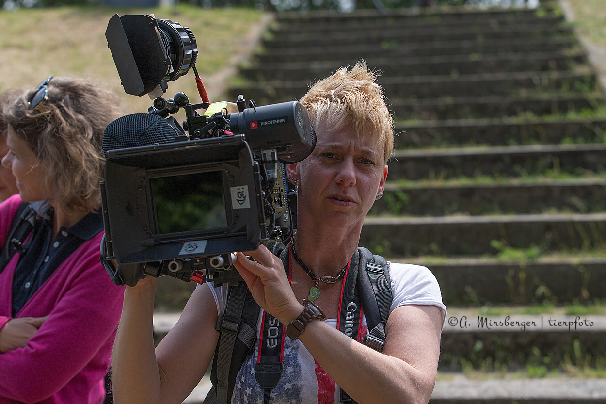 Sandy durfte sogar mal testen, wie schwer die Filmkamera ist (immerhin 11 kg!)