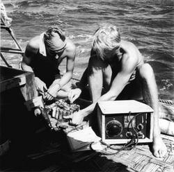 Knut Haughland e Torstein Raaby operano dalla stazione di bordo