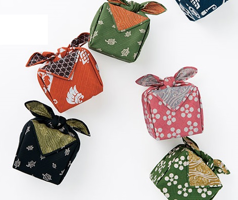 mount fuji yama fabric gift wrapping Japanese furoshiki yellow Daruma